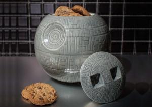 Borcanul Death Star -- Prajituri si biscuiti fortosi direct din universul Star Wars