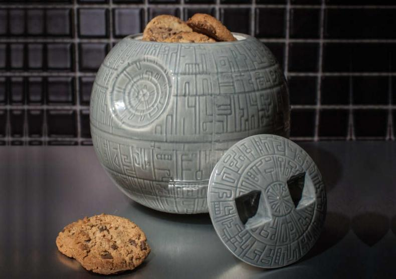 Borcanul Death Star -- Prajituri si biscuiti fortosi direct din universul Star Wars image