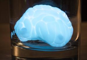 Thinking Putty Iluminat -- Jucaria preferata a unei planete indepartate