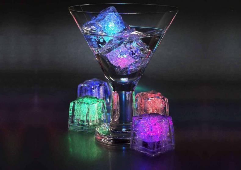Cuburi de gheata luminoase-- Esential pentru orice party! image