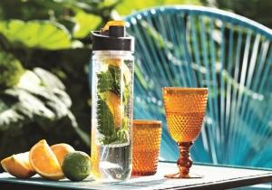 Sticla Infuzor Deluxe -- cocktail portabil de fructe.