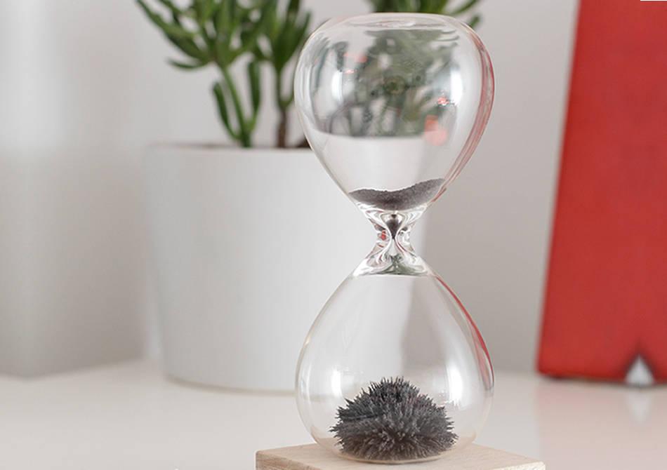 Clepsidra magnetica -- Spectacolul vizual al timpului