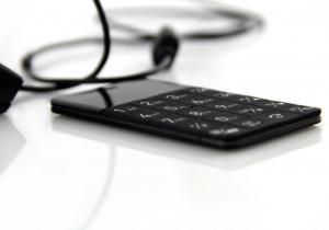 Elari CardPhone -- Antismartphone-ul cat cardul.