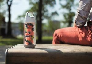 Infuzor Fructe Bopp -- o sticla de fructe fresh