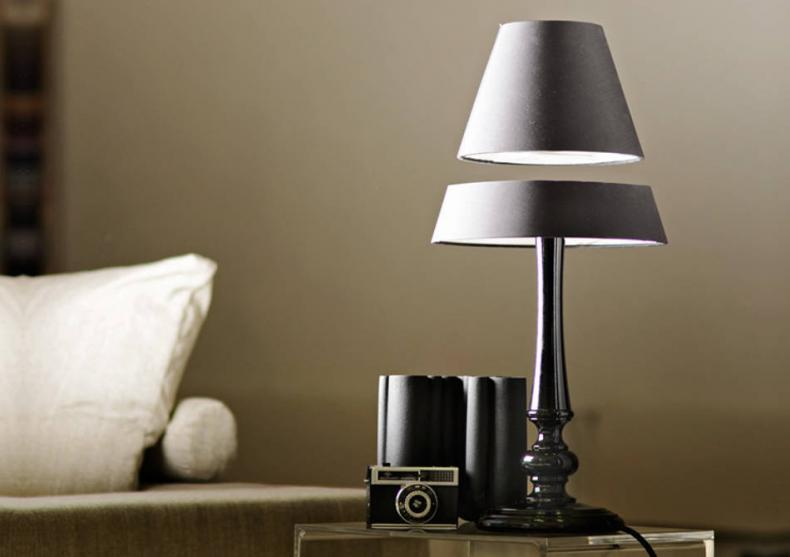 Lampa levitanta  -- Era obiectelor plutitoare incepe azi image