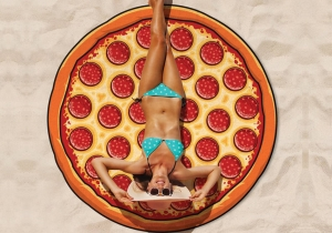 Patura Pizza -- Atmosfera se incinge,  plaja devine apetisanta