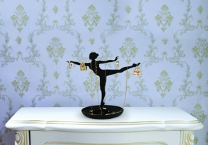 Balerina cu bijuterii - bijoux avec la grace