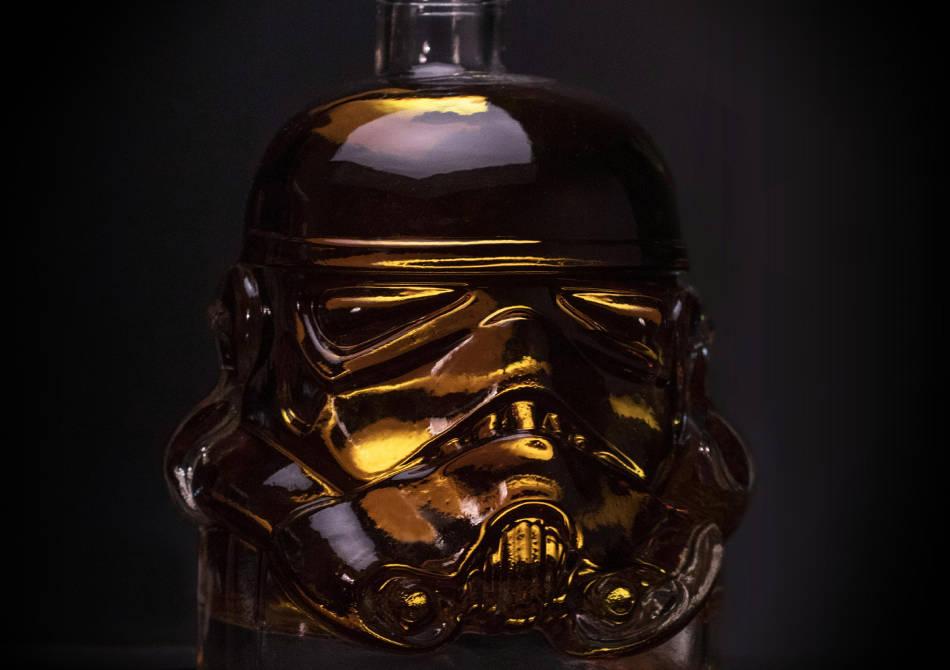 Decantor Stormtrooper -- Alo, Darth? Bem si noi un pahar?