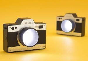 Lumina Aparat Foto -- Da, si aparatele foto pot fi veioze cand cresc!