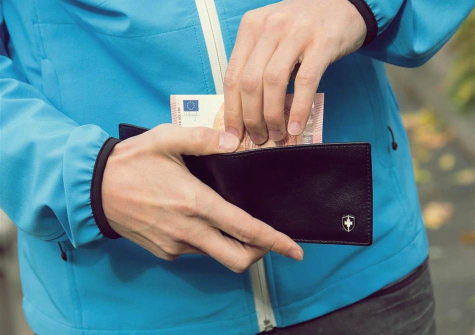 Portofel RFID -- Paznicul deluxe al valorilor tale