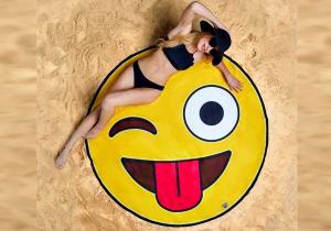Patura plaja emoji WINK -- intr-o veselie continua