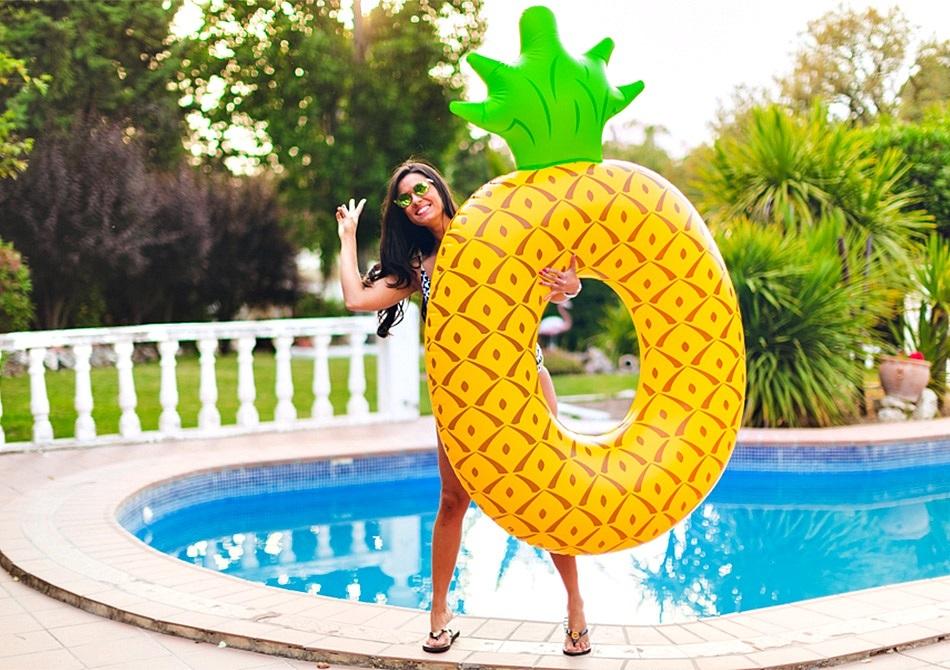Ananas gonflabil -- Bogat in distractie