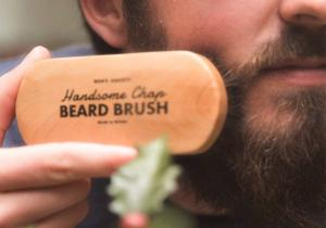 Perie de barba -- Netezeste parul facial