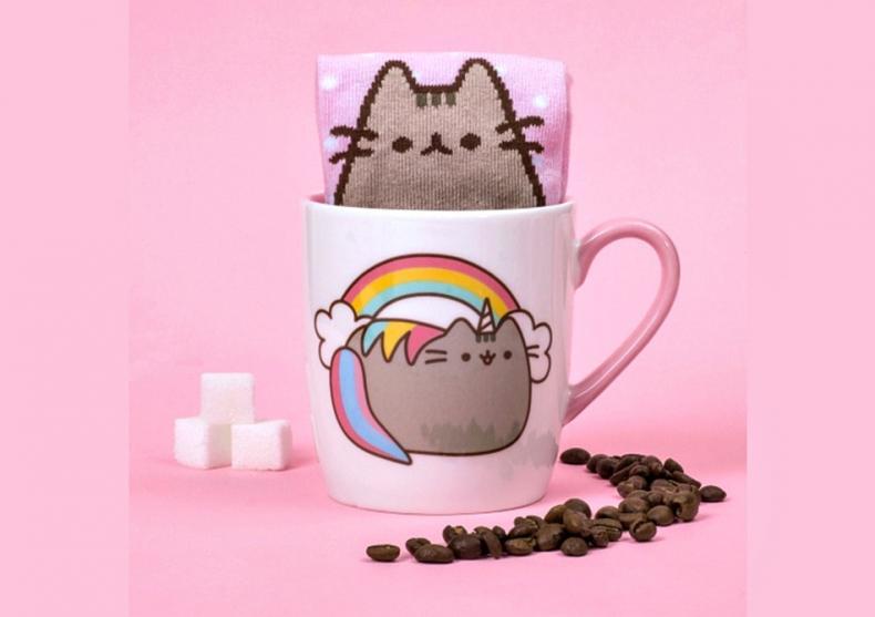 Pusheen sosete la cana -- Pisica unicorn, pisica cool image