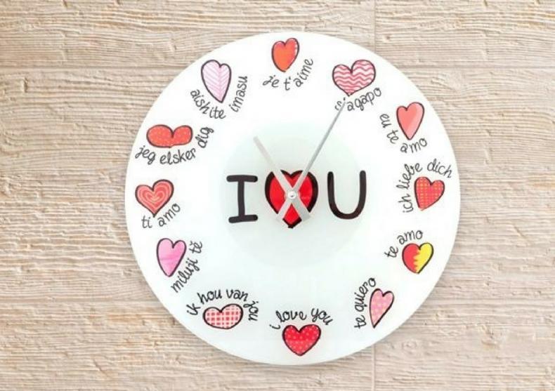 Ceasul iubirii poliglot -- Fii indragostit la orice ora image