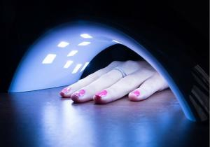 Lampa UV Nails -- contract de frumusete pe termen lung