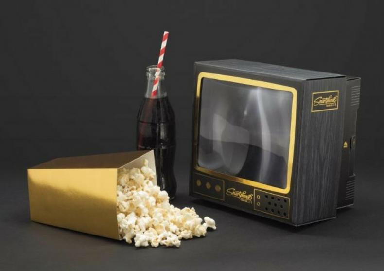 Televizor Smartphone 2.0 -- Lupa viselor tale vintage image