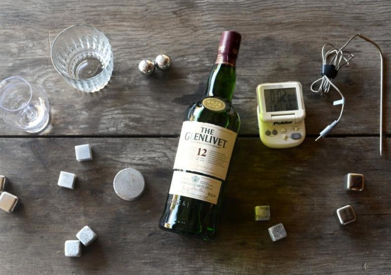White Whiskey Stones -- Pietre pretioase pentru bautura ta image