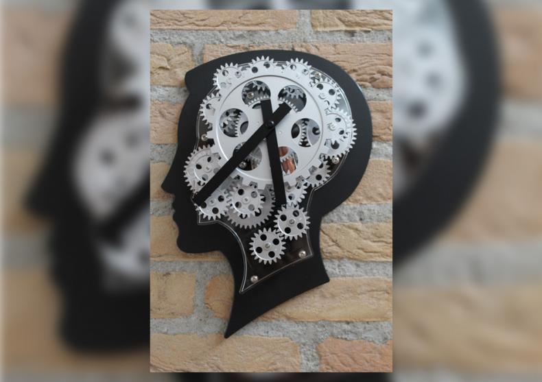 Ceas-creier de perete -- Iti pune rotitele in miscare image