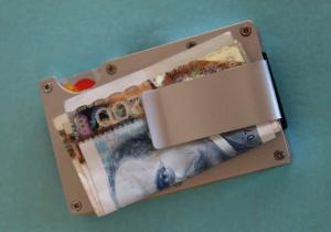 Cardholder Smart RFID -- Hasta la vista, hotilor!