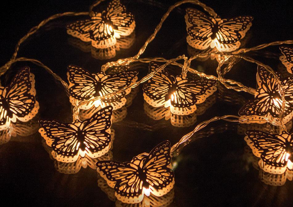 Ghirlanda fluturi -- Ziua decorezi, noaptea luminezi