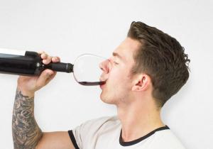 Guzzle Buddy -- Pana la ultima picatura de vin