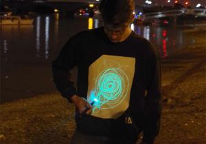 Bluza GloWear black-neon -- Pentru seri intunecate