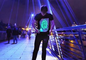 GloWear black-neon -- Personalitate puternica in noapte