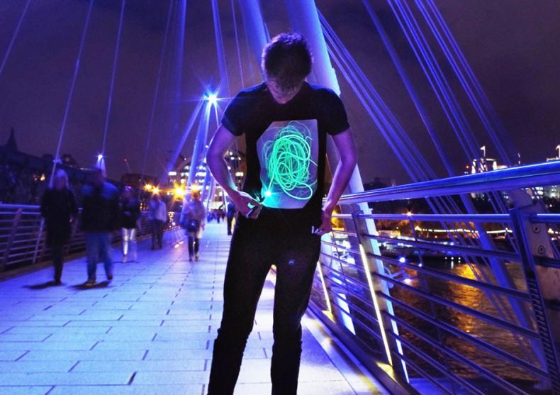 GloWear black-neon -- Personalitate puternica in noapte image