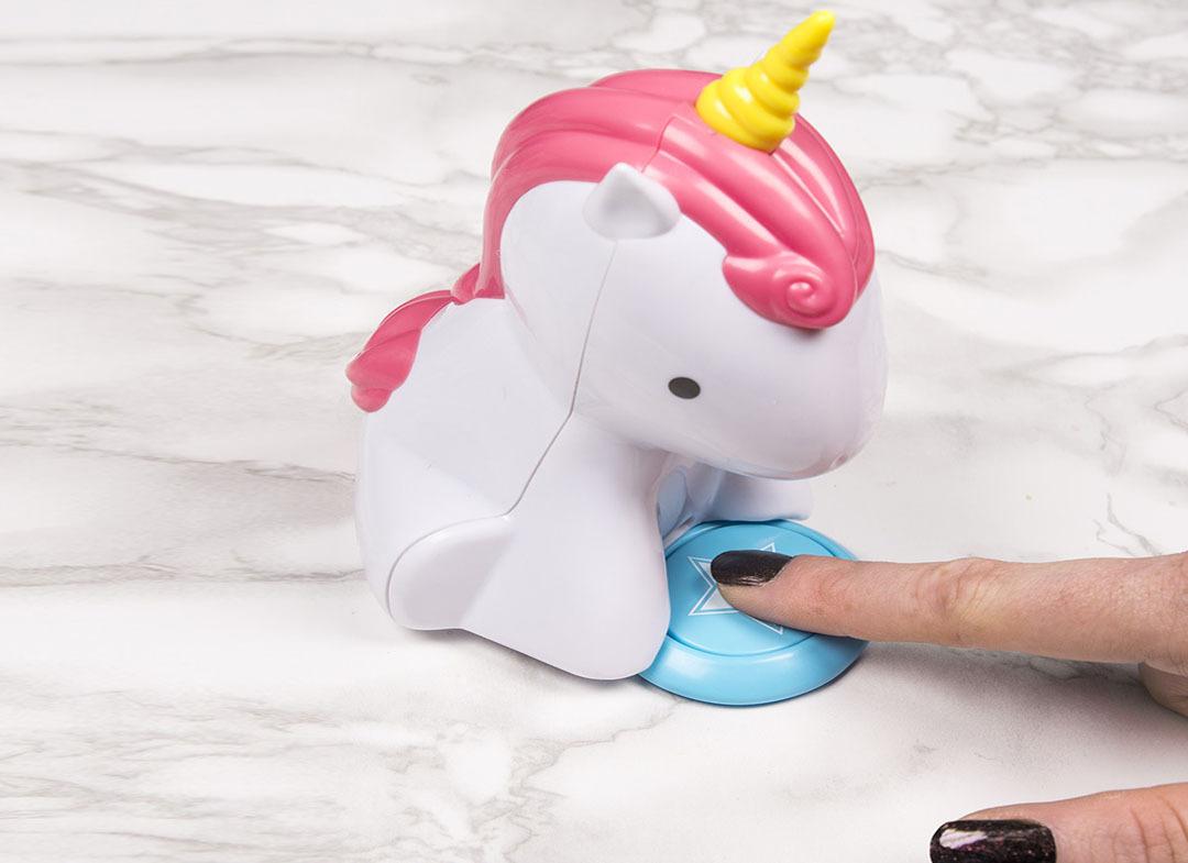 Unicornul mani-pedi -- Puf-puf pe unghii