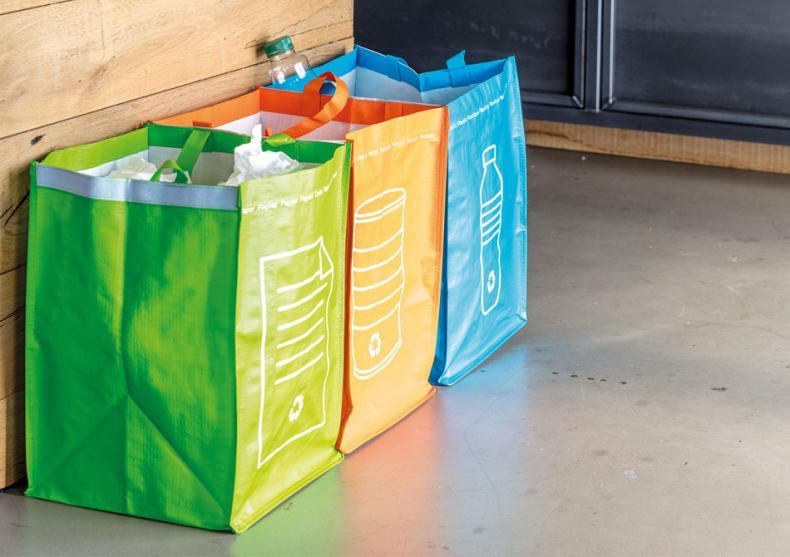 Sacose pentru reciclare -- Ai grija de mediu! image