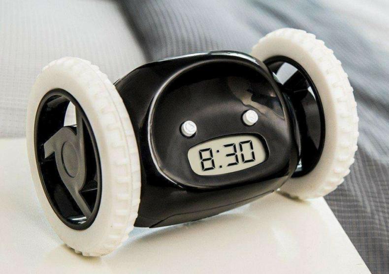 Ceasul Clocky -- Fuge si te trezeste de vrei, de nu vrei! image