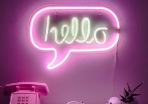 Neon Hello -- Un salut luminos