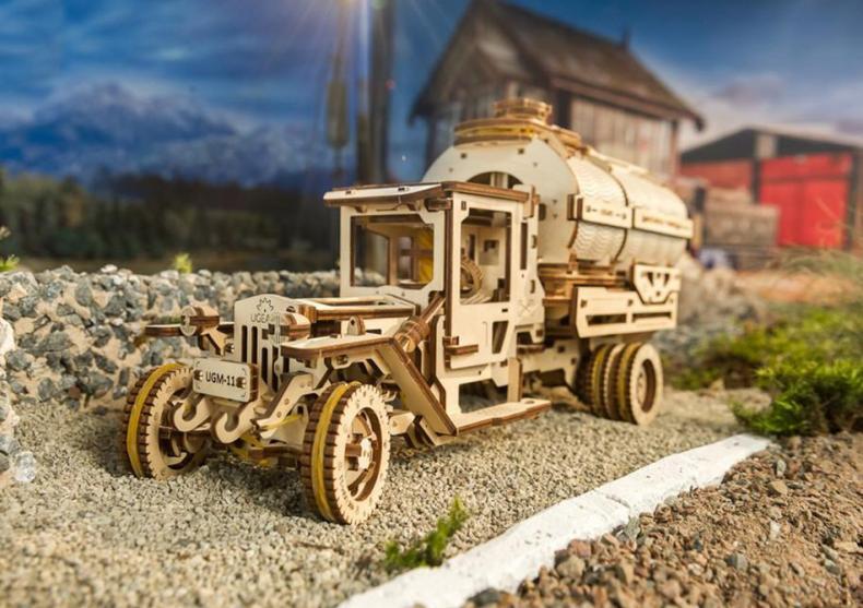 Camion UGM-11 Cistern -- Miniatura unui camion adevarat image