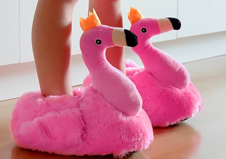 Papuci de casa flamingo -- De data asta stau in doua picioare image