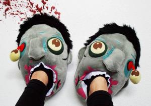 Papuci de casa Zombie -- Accesoriu empatic pentru clipe grele