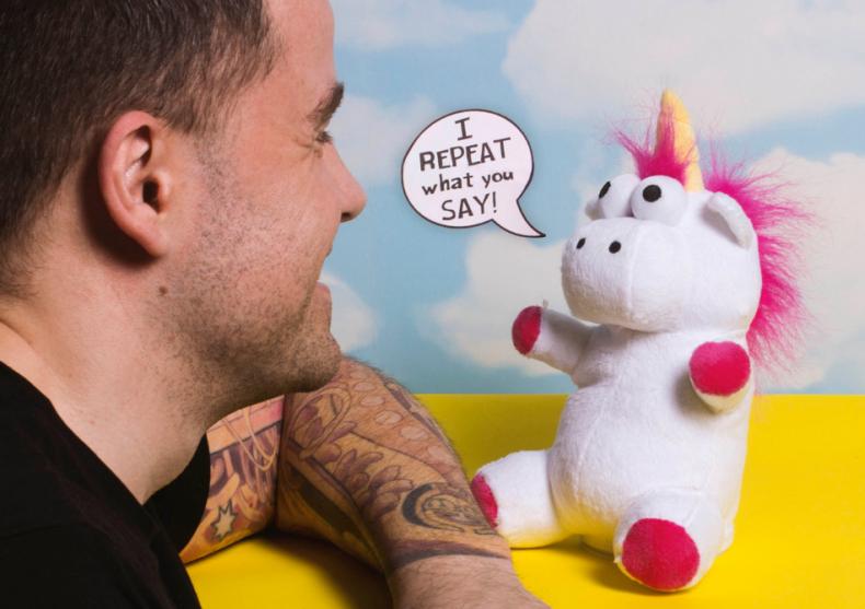 Unicornul vorbaret -- Repeta ceea ce-i spui image