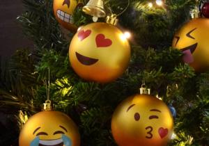 Globuri Emoji -- Pentru un pom de Craciun trendy