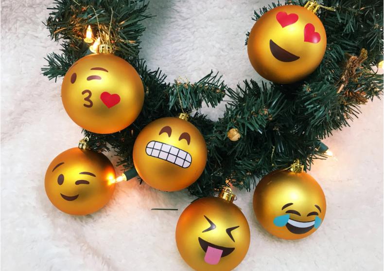Globuri Emoji -- Pentru un pom de Craciun trendy image