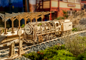 Set calator -- Locomotiva, peron si cale ferata