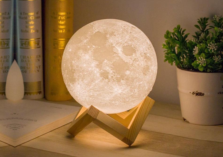 Lampa LUNA 3D -- Veioza rupta din cer