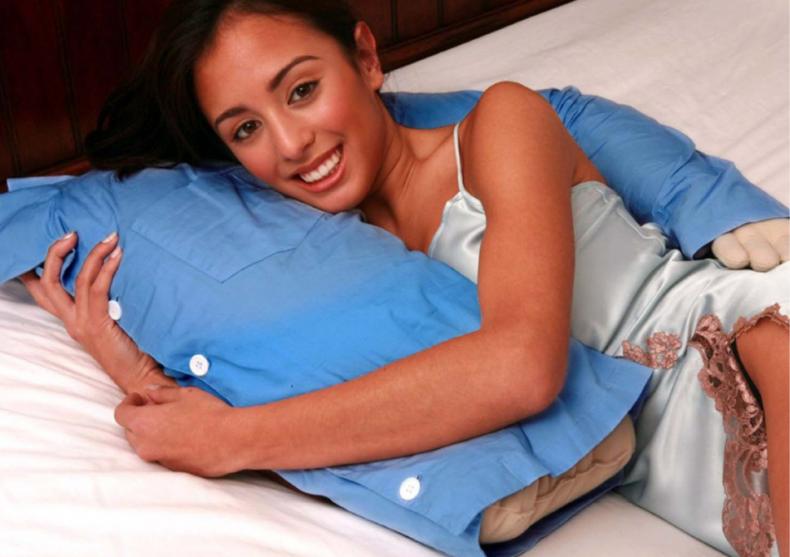 Boyfriend pillow -- Perna pentru burlacite image