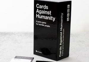 Cards Against Humanity -- Joc de societate pentru cei oribili