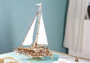 Barca Trimaran -- Navigheaza departe!