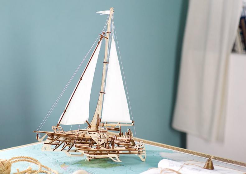 Barca Trimaran -- Navigheaza departe! image