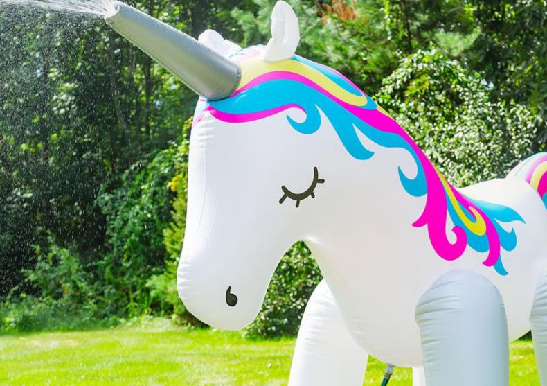 Unicornul stropitor -- Gigantic si incornorat image