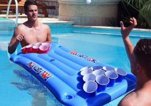 Beer Pong -- varianta plutitoare
