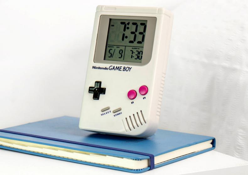 Ceas desteptator Game Boy -- consola cu alarma image