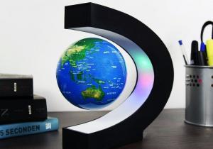 Glob levitant iluminat-- Ghidul autostopistului galactic pe biroul tau