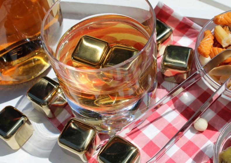 Whiskey stones GOLD -- rece si glam image